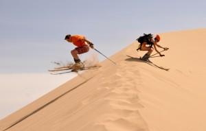 катание на лыжах по песку