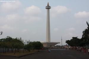 бронзовый факел в индонезии